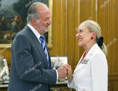 Spanish King Juan Carlos (l) Chats with President of Eu - Latin America and Caribbean Foundation (ue-alc) Benita Ferrero-waldner During an Audience at La Zarzuela Palace in Madrid Central Spain on 23 May 2011 Spain Madrid