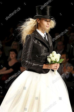 Model Charisse Verhaert Takes to the Catwalk Wearing a Proposal by Fuentecapala Fashion House at the Pasarela Gaudi Novias Held with the Barcelona Bridal-week Novia Espana in Barcelona Spain 30 May 2008 Spain Barcelona