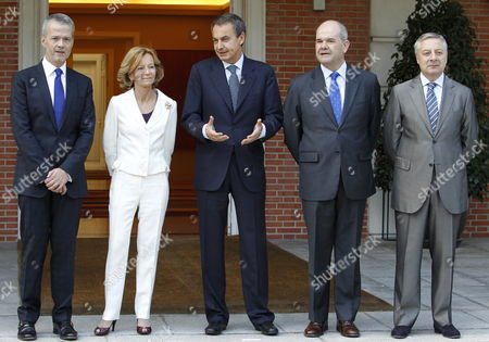 Spanish Prime Minister Jose Luis Rodriguez Zapatero (3-r) Next to Finance Minister Elena Salgado (2-l) New Interior Minister Anotnio Camacho (l) Minister of Public Works and Transport Jose Blanco (r) and Deputy Prime Minister Manuel Chaves (2-r) Prior to the Cabinet Meeting Held at Moncloa's Presidential Palace in Madrid Spain 22 July 2011 Spain Madrid
