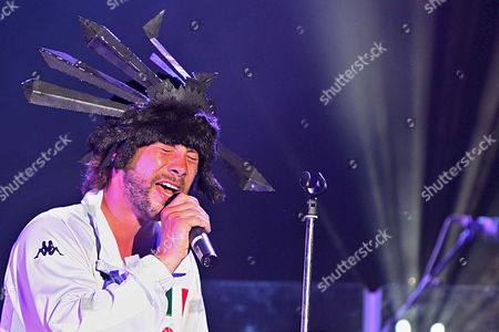 Arkivfotografi av The Songwriter and Lead Singer of the Band Jamiroquai Jason Cheetham Kay Well-know As Jay Kay Performs During the Concert of Aguaviva Canarias Festival in Arona Tenerife Canarias Island Spain Late 14 June 2008 Spain Arona