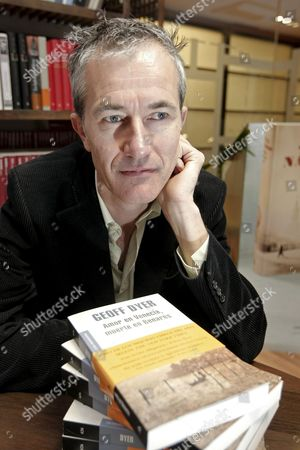 British Author Geoff Dyer Poses During an Interview in Madrid Spain 15 April 2010 to Promote the Spanish Edition of His Novel Entitled 'Amor En Venecia Muerte En Benares' ('jeff in Venice Death in Varanasi') Spain Madrid