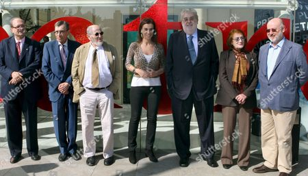 Planeta's President Jose Manuel Lara (3-r) and the Members of the Jury of the Planeta Award Pere Gimferrer (l-r) Carlos Pujol Alvaro Pombo Carmen Posadas Rosa Regas and Juan Eslava Galan Pose For the Media in Front of the Planeta Publishing House in Barcelona Spain 14 October 2009 the Planeta Literature Award Will Be Awarded in Barcelona on 15 October Spain Barcelona