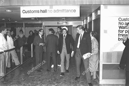 PJ PROBY (JIM) PROBY (POP SINGER) RELEASED BY IMMIGRATION AT LONDON AIRPORT AFTER DELAY CAUSED BY PROBY HAVING NO WORK PERMIT - 9 FEB, 1967