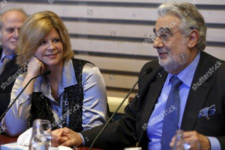 Spanish Tenor Placido Domingo and Us Mezzo-soprano Susan Graham Are Seen During a Press Conference at Real Theatre in Madrid Spain 11 January 2011 Domingo and Graham Presented the Play 'Tauride' by German Composer Christoph Willibald Gluck (1714-1787) That Will Be on Shows at the Real Theater As of 13 January 2011 Spain Madrid