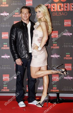 Us Socialite Paris Hilton(r) and Her Boyfriend Cy Waits Pose During Their Arrival at the Pacha Disco in Bilbao Spain on 3 June 2011 Spain Bilbao