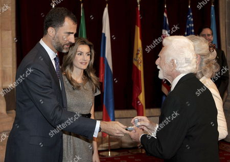 Us Engineer Martin Cooper (2-r) Co-laureate of 2009 Prince of Asturias Award For Technical and Scientific Research Receives a Badge From Spanish Crown Prince of Asturias Felipe De Borbon (l) and His Wife Princess of Asturias Letizia Ortiz (2-l) During an Official Audience at Campoamor Theater in Oviedo Spain 23 October 2009 the Prince of Asturias Awards Ceremony Will Take Place Later the Same Day the Prince of Asturias Awards Are Held Annually Since 1981 to Reward Scientific Technical Cultural Social and Humanitarian Work Done by Individuals Work Teams and Institutions the Winners Receive 50 000 Euros (some Us $68 000) and a Statuette Designed by Joan Miro Spain Oviedo