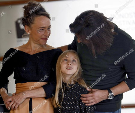 French Director Gilles Paquet-brenner (r) Poses with Actresses Melusine Mayance (c) and Dominique Frot (l) at the Presentation of Their Movie 'Elle S'appelait Sarah' at the 58th Annual San Sebastian Film Festival in San Sebastian Spain 25 September 2010 the Festival Runs From 17 to 25 September 2010 Spain San Sebastian