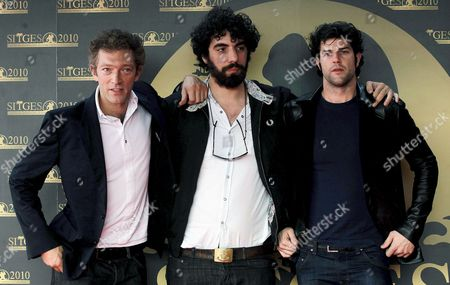 French Actor Vincent Cassel (l) Director Romain Gabras (c) and Actor Olivier Barthelemy (r) Pose As They Arrive at the Ceremony where Cassel is Awarded with Sitges 2010 International Fantastic Film Festival Honorary Prize in Sitges 42 Km From Barcelona Northern Spain on 09 January 2010 Apart From Being Awarded For His Career As an Actor and Director Cassel Presented His Latest Work As an Actor in Romain Gavras' Film 'Notre Jour Viendra' Spain Sitges (barcelona)