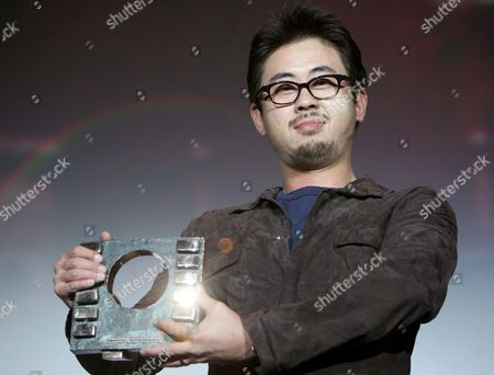 South Korean Film Director Na Hong-jin Shows His Award For the Best Film 'The Chaser' As He Poses For the Media During the Awards Ceremony of the Sitges Festival Film in Sitges Spain 11 October 2008 Spain Sitges