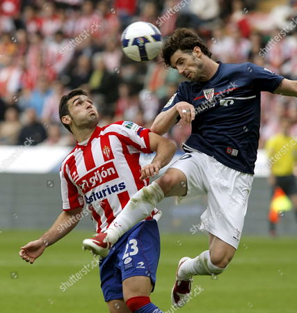 Sporting De Gijon's David Barral (l) Fights For the Ball with Athletic De Bilbao's Aitor Ocio (r) During Their Spanish Primera Division Soccer Match Played at El Molinon Stadium in Gijon Spain 03 May 2009 Spain Gijon