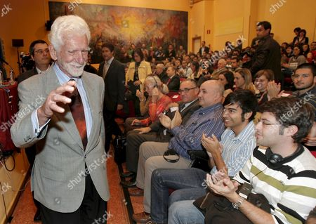 Us Engineer Martin Cooper (l) Waves to the Audience During His Arrival to a Conference in Oviedo's University in Oviedo Northern Spain 21 October 2009 Cooper is at the Asturian Capital to Receive the 2009 Prince of Asturias Technical & Scientific Research Award in a Ceremony That Will Be Held on 23 October 2009 Engineering Student's Listen to Cooper's Talk 'The Mobile Telephony: a Revolution in the Hand' the Prince of Asturias Awards is Held Annually Since 1981 to Reward Scientific Technical Cultural Social and Humanitarian Work Done by Individuals Work Teams and Institutions Spain Gij?n