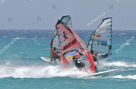 French Surfer Antoine Albeau (l) Near Israel's Amon Dagan (r) and Australian Gesper Orth (c) in Action During the Pwa Slalom Grand Slam 2009 Held in Pajara Fuerteventura Canary Islands 25 July 2009 Spain Pßjara (fuerteventura)