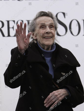 British Born Mexican Painter and Sculpter Leonora Carrington Waves After Receiving the Medal Sor Juana Ines De La Cruz of the Universidad Del Claustro De Sor Juana (ucsj) For Her Contirbution of Development of Culture in the Country in Mexico City Mexico 03 September 2009 Mexico Mexico City