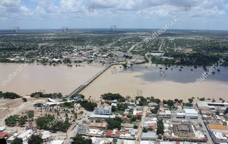 Aerial View of Escondido River in Villa De Fuente Area of Piedras Negras City Mexico 07 July 2010 According to a District Attorney Five Passengers of a Light Aircraft Which was Flying Over the Area to Check All the Damages Left by Alex Hurricane Died when It Crashed They Were Identified As the Secretary of Public Infrastructure in Coahuila Horacio Del Bosque; Major of Piedras Negras Jose Manuel Maldonado; Director of Civil Protection Ricardo Garza; Local Photographer David Chavira and Pilot Juan Roberto Rendon Mexico Piedras Negras