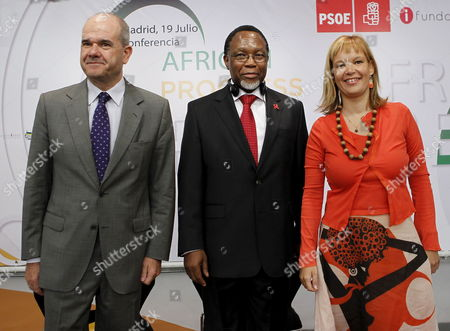 Stock Image of Spanish Territorial Policy Minister Manuel Chaves (l) South African Deputy President Kgalema Petrus Motlanthe (c) and Spanish Ruling Socialist Party (psoe)'s Organization Secretary Leire Pajin Pose For Photographers at the Beginning of the 'African Progress' International Conference in Madrid Spain 19 July 2010 Several African Leaders Took Part in the Conference Focused on the Analysis of the Challenges Which Africa Faces Spain Madrid