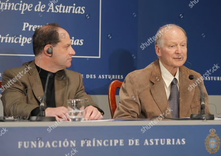 Us David Julius (l) Professor and Chair of the Department of Physiology at the University of California and Israeli Professor of Medicine at the Hebrew University of Jerusalem Baruch Minke (r) Speak During a News Conference in Oviedo Asturias Northern Spain 19 October 2010 on 22 October 2010 Julius Will Receive the Prince of Asturias Award of Technical & Scientific Research 2010 and Minke the Prince of Asturias Award of Technical & Scientific Research 2010 Spain Ovideo