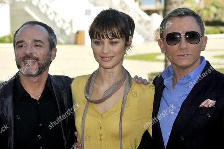 Cast Members (l-r) Spanish Actor Fernando Guillen Cuervo Ukraine-born Actress Olgay Kurylenko and British Actor Daniel Craig Pose For the Media During the Presentation of the 22nd James Bond Film 'Quantum of Solace' in Valencia Spain 06 November 2008 the Movie by Swiss Director Marc Forsters Tells the Story of British Secret Agent 007 who is on a Mission to Stop a Powerful Illegal Cartell From Taking Over Some of the World's Most Precious Natural Resources the Spanish Release Will Be on 21 November Spain Valencia