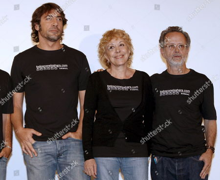 Spanish Actor Javier Bardem (l) Spanish Actress Rosa Maria Sarda (c) and Spanish Film Director Manuel Gutierrez Aragon (r) Pose For Photographers to Promote a Project to Support Saharawi's People in Madrid Spain 05 May 2008 After Participating in Sahara's Film Festival and Visiting Dajla Refugee Camps Some Days Ago a Group of Film Industry Workers Decided to Promote a Signature Capture to Support All Those Saharawi's People That Had to Leave the Sahara and Go to the Desert Because of the War Spain Madrid