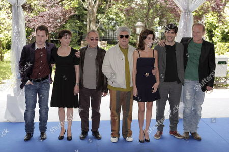 Spanish Well-known Film Director Pedro Almodovar (c) and (l-r) Spanish Actors Ruben Ochandiano (l) Blanca Portillo Jose Luis Gomez Penelope Cruz Tamar Novas and Lluis Homar Pose For Photographers During a Press Briefing in Madrid Spain 09 May 2008 to Talk About the Filming of Their Next Film 'The Broken Embraces' the Movie's Filming Begins 19 May 2008 Spain Madrid