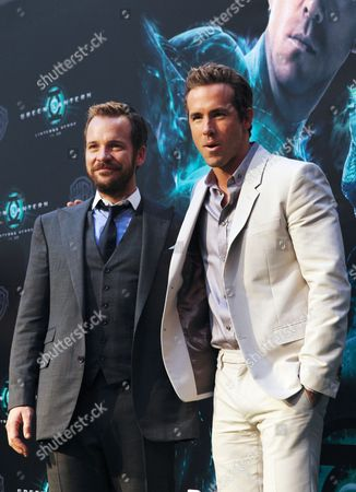 Us Actor and Cast Member Peter Sarsgaard (l) Poses with Canadian Actor Cast Member Ryan Reynolds (r) As They Arrive For the Premiere of the Film 'Green Lantern' in Madrid Spain 21 July 2011 the Movie by New Zealander Martin Campbell Comes out in Spain on 29 July 2011 Spain Madrid