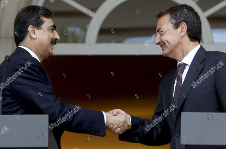 Spanish Prime Minister Jose Luis Rodriguez Zapatero (r) Shakes Hands with His Pakistani Counterpart Yousaf Raza Gillani During the Joint Press Conference Held After Their Meeting at La Moncloa Presidential Palace in Madrid Spain 02 June 2010 Gillani Also Met King Juan Carlos of Spain Today Spain Madrid