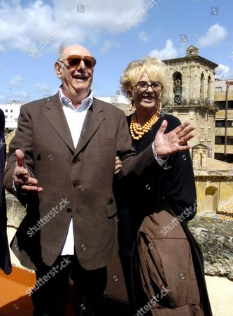 Italian Dramatist and Nobel Prizewinner Dario Fo Poses For the Media with His Wife Franca Rame Before the Press Conference Held at the Big Theatre of Cordoba Andalusia Spain 18 April 2008 Fo Will Take Part at Cosmopoetry 2008 Festival That Will Join More Than 150 Writers of 20 Different Countries Most of Them Poets Spain Cordoba