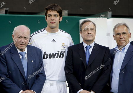 Stock Image of Real Madrid New Signing Brazilian Player Ricardo Izecson 'Kaka' (2l) Poses with Real Madrid President Florentino Perez (2r) Real Madrid Honorary President Alfredo Di Stefano (l) and Former Real Madrid Player Amancio Amaro (r) During His Official Presentation As New Player of the Primera Division Soccer Team on Tuesday 30 June 2009 in Madrid Central Spain Spain Madrid