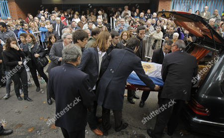 Family and Friends Carry the Body of Argentine Author Ernesto Sabato During His Father's Wake Held at the Local Club where Sabato Used to Play Dominos Located in the Outskirts of Buenos Aires Argentina 01 May 2011 Argentina Buenos Aires