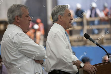 Chilean President Sebastian Pinera (r) Speaks During a Press Conference Next to Minister of Health Jaime Manalich (l) at the Main Door of the Copiapo Hospital in Chile 14 October 2010 After the Successful Rescue in San Jose Deposit the 33 Miners Are Recovering at the Health Center Chile Copiapo