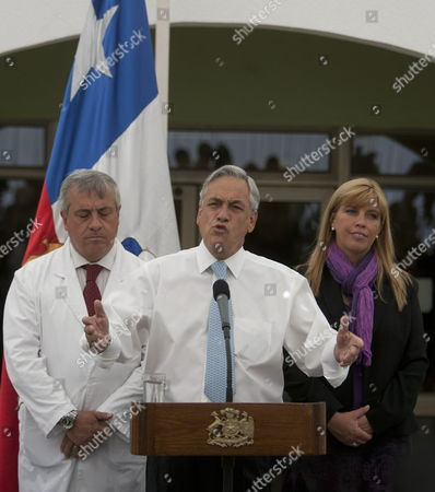 Chilean President Sebastian Pinera (c) Speaks During a Press Conference Next to Minister of Health Jaime Manalich (l) and Intendant of Copiapo Ximena Matas (r) at the Main Door of the Copiapo Hospital in Chile 14 October 2010 After the Successful Rescue in San Jose Deposit the 33 Miners Are Recovering at the Health Center Chile Copiapo