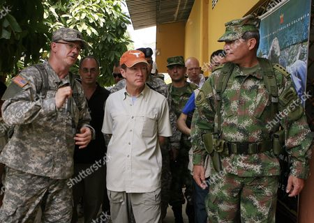 Us Ambassador in Colombia William Brownfield (c) Talks with Us Chief of Medical Mission in the Country Bill Payne (l) and Colombian Military Forces Commander General Freddy Padilla De Leon (r) During Their Visit to La Macarena Region Meta Department Central East of Colombia where Close to 35 Us Military Men For 10 Days Will Participate in a Health Brigade to Assist Several Inhabitants with Preventive Health Optometry Ophthalmology Dentistry Pediatrics and Vaccination on 02 February 2010 Colombia La Macarena