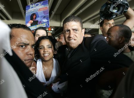 Dominican Singer Martha Heredia (2-l) Winner of the Latin American Idol 2009 Contest in Buenos Aires Argentina is Protected by Security Guards As She Arrives at the Las Americas International Airport in Santo Domingo Dominican Republic 14 December 2009 Dominican Republic Santo Domingo