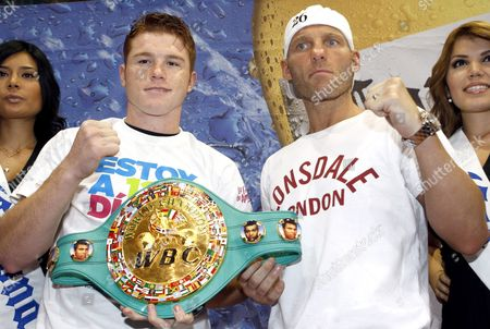 Mexican Boxer and Light Middleweight Champion Saul Alvarez (l) and British Ryan Rhodes (r) Pose During a Press Conference in Guadalajara Mexico 16 June 2011 Alvarez and Rhodes Will Fight on 18 June 2011 in Guadalajara Mexico Guadalajara Mexico 16 June 2011 Alvarez Will Face British Ryan Rhodes on 18 June 2011 in Guadalajara Mexico Mexico Guadalajara