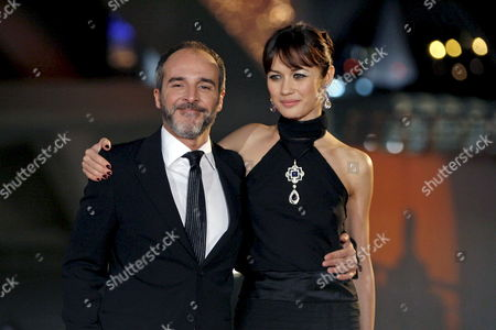 Ukrainian Actress and Cast Member Olga Kourylenko (r) Poses with Spanish Actor and Cast Member Fernando Guillen Cuervo During the Spanish Premiere of the James Bond Film 'Quantum of Solace' by Swiss Director Marc Forster at the Palau De Les Arts in Valencia Spain 06 November 2008 Release Date in Spain is 21 November 2008 Spain Valencia