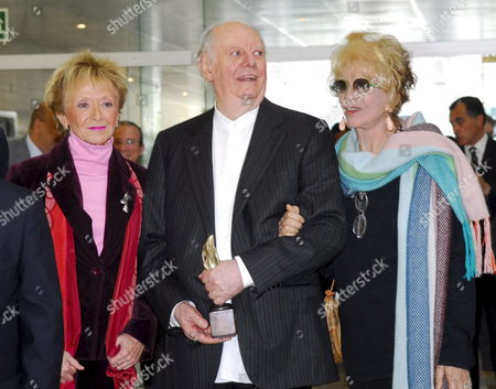 Nobel Prize in Literature Laureate Italian Writer Dario Fo (c) His Wife Franca Rame (r) and Spanish First Deputy Prime Minister Maria Teresa Fernandez De La Vega (l) Pictured After the Ceremony of the Xi Cajagranada International Cooperation Award in Granada Spain 16 April 2009 Dario Fo and Portuguese Writer Jose Saramago Were Awarded with the Prize For Their Support of the Cultural Development of the People Jose Saramago Could not Attend the Ceremony Due to Health Reasons Spain Granada