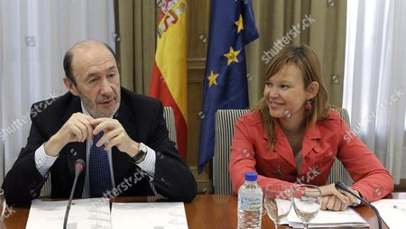 Spanish First Deputy Prime Minister and Home Minister Alfredo Perez Rubalcaba (l) and Spanish Health Minister Leire Pajin Hold a Meeting with Scientific Experts to Analyze the Evolution of E Coli Outbreak in Germany in Madrid Spain on 08 June 2011 Reports State That at Least 25 People Have Died Due to the Illness Spain Madrid