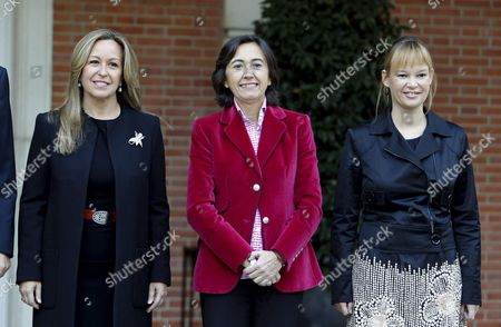 (l-r) Spain's Minister of Exterior Trinidad Jimenez Minister of Environment Rosa Aguilar and Minister of Health Equality and Social Politics Leire Pajin Pose For the Family Picture Before the Start of the Cabinet Meeting at the Moncloa Presidential Residence in Madrid Spain 22 October 21010 Spain Madrid