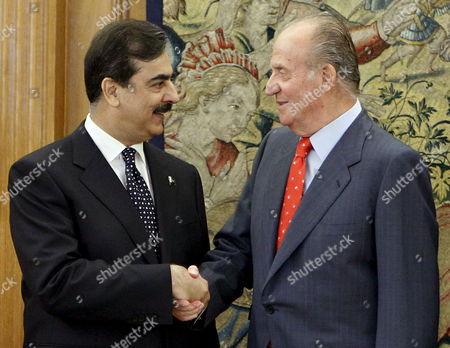King Juan Carlos of Spain (r) Greets Pakistani Prime Minister Yousaf Raza Gillani During the Welcome Ceremony Held Prior to Their Meeting at La Zarzuela Palace in Madrid Spain 02 June 2010 It is Gillani's First Official Visit to Spain Spain Madrid