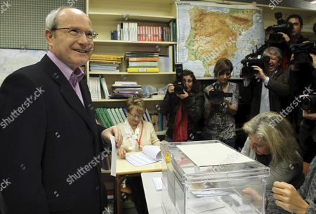 The President of the Generalitat of Catalunya and Candidate by the Catalonian Socialist Party (psc) Jose Montilla Casts His Vote During the Regional Presidential Elections in Catalunya's Generalitat Regional Government in Barcelona Catalunya Region Northeastern Spain 28 November 2010 Spain Barcelona