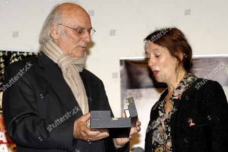 C?cile Maistre (r) Daughter of Late French Film Maker Claude Chabrol Receives the Honor Spike Award in the Name of Her Father From Spanish Film Maker Carlos Saura (l) During a Ceremony at the 55th International Film Festival in Valladolid Spain 29 October 2010 Spain Valladolid