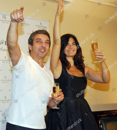 Argentinian Actors/cast Members Ricardo Darin (l) and Soledad Villamil (r) Celebrate in Buenos Aires Argentina 08 March 2010 After Argentinian Director Juan Jose Campanella Won the Academy Award For Best Foreign Language Film For Their Movie 'El Secreto De Sus Ojos' (the Secret in Their Eyes) During the 82nd Annual Academy Awards Ceremony in Los Angeles California Usa on 07 March Argentina Buenos Aires