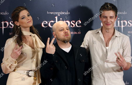 (l-r) Us Actress and Cast Member Ashley Greene British Film Director David Slade and Australian Actor and Cast Member Xavier Samuel Pose During a Photocall to Present Their Film 'Twilight Saga: Eclipse' Third Part of the 'Twilight' Series in Madrid Spain on 28 June 2010 the Film Based on the Novels by Stephanie Meyer Will Open in Spain on 30 June Spain Madrid
