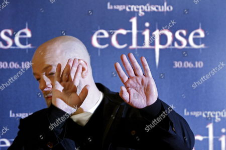 British Film Director David Slade Poses During a Photocall to Present His Film 'Twilight Saga: Eclipse' Third Part of the 'Twilight' Series in Madrid Spain on 28 June 2010 the Film Based on the Novels by Stephanie Meyer Will Open in Spain on 30 June Spain Madrid