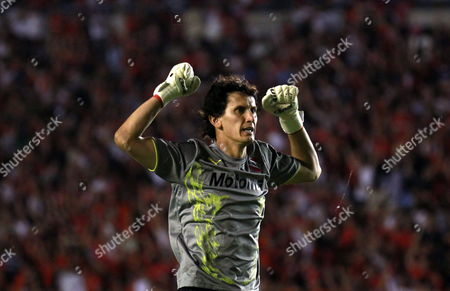 Independiente's Goalkeeper Hilario Navarro Celebrates One of His Team' Goals to Goias During Their South American Cup Final Soccer Match at the Libertadores De America Stadium in Avellaneda Argentina 08 December 2010 Argentina Avellaneda