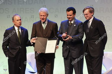 World Bank President Robert Zoellick (r) Sao Paulo Mayor Gilberto Kassab (2r) Former U S President Bill Clinton (2l) and New York Mayor Michael Bloomberg (l) Attend the Opening of the Fourth C40 Large Cities Climate Summit in Sao Paulo Brazil on 01 June 2011 C40 Takes Place Every Two Years to Encourage International Cooperation Among Major Cities to Promote Actions That Respect the Environment Brazil Sao Paulo