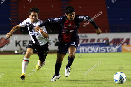 Atlante's Luis Venegas (r) Fights For the Ball Against Atlas' Santos Flavio (l) in a Match of the Mexican Soccer League at Andres Quintana Roo Stadium in Cancun Mexico 09 April 2011 Mexico Cauncun