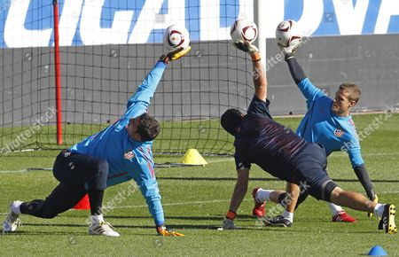 Atletico De Madrid's Goalkeepers Players Joel Robles (l) and Alex Campos (r) Exercise During a Team's Training Session Held at Vicente Calderon Stadium in Madrid Spain on 20 October 2010 to Prepare Uefa Europa League's Match Against Norwegian Rosenborg on 21 October 2010 Atletico Madrid's Regular Goalkeeper David De Gea is Recovering From an Injury Spain Madrid