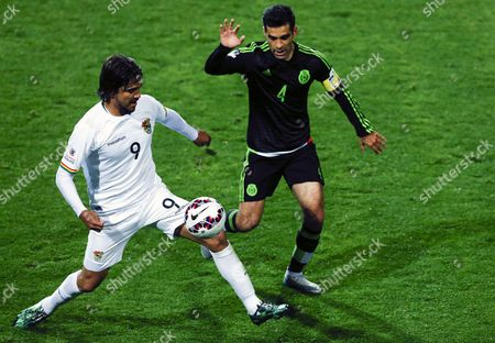 Mexico's Rafa Marquez (r) Fights For the Ball with Bolivia's Marcelo Moreno During the Copa America 2015 Group a Soccer Match Between Mexico and Bolivia at Estadio Sausalito in Vina Del Mar Chile 12 June 2015 Chile Vina Del Mar