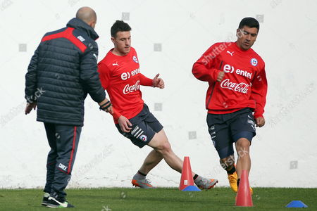 Chile National Soccer Team?s Coach Jorge Sampaoli (l) and Players Angelo Henriquez (c) and David Pizarro (r) During a Training Session at Sports Complex Juan Pinto Duran in Santiago Chile 02 June 2015 As Preparation For Upcoming Copa America 2015 in Chile Which Will Begin on Next 11 June Chile Santiago