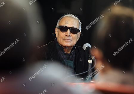 Iranian Filmmaker Abbas Kiarostami Speaks As He Visits the International Film School of San Antonio De Los Banos De Cuba in Artemisa Cuba 26 January 2016 Kiarostami Inaugurated a Workshop at the Film School the Same Day Cuba San Antonio De Los Banos
